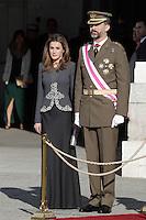 MADRI, ESPANHA, 06 JANEIRO 2013 - PARADA MILITAR ANO NOVO - A princesa Letizia o Principe Felipe durante Parada Militar do Ano Novo no Palacio Real de Madri capital da Espanha, neste domingo, 06/01/2013. (FOTO: MIGUEL CORDOBA / ALFAQUI / BRAZIL PHOTO PRESS).