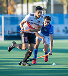 UTRECHT -  Valentin Verga (Adam)  met rechts Jonas de Geus (Kampong)  tijdens  de hoofdklasse hockeywedstrijd mannen, Kampong-Amsterdam (4-3).  COPYRIGHT KOEN SUYK