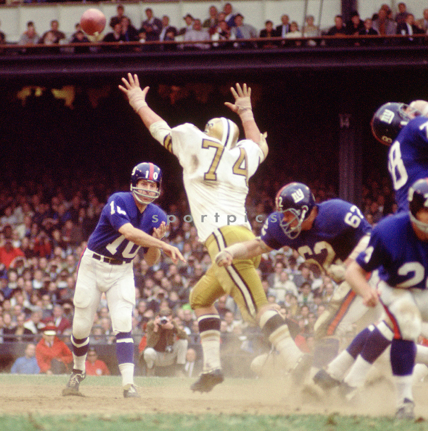 New York Giants Fran Tarkenton (10) during a game agains the New Orleans Saints on October 6. 1968 at Yankee Stadium in the Bronx, New York.  The New York Giants beat the New Orleans Saints 38-31. Fran Tarkenton  played for 18 season with 2 different teams. He was a 9-time Pro Bowler and was inducted into the Pro Football Hall of Fame in 1986.(SportPics)