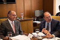 SAO PAULO, SP. 10 DE MAIO DE 2013. REUNIÃO PARA DISCUTIR MEDIDAS APOS ALTERAÇÃO DO ICMS. O governador de São Paulo, Geraldo Alckmin, e o secretario estadual da fazenda, Andrea Calabi,  durante reunião com empresários para discutir quais medidas e estratégias serão tomadas após a alteração do ICMS. FOTO ADRIANA SPACA/BRAZIL PHOTO PRESS