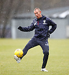Kenny Miller sjoots over the bar