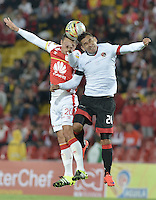 BOGOTÁ -COLOMBIA, 19-07-2015. Luis Manuel Seijas (Izq.) jugador de Independiente Santa Fe disputa el balón con Diego Espinel (Der.) jugador de Cucuta Deportivo durante partido entre Independiente Santa Fe y Cucuta Deportivo por la fecha 2 de la Liga Aguila II 2015 jugado en el estadio Nemesio Camacho El Campin de la ciudad de Bogota. / Luis Manuel Seijas (L) player of Independiente Santa Fe struggles for the ball with Diego Espinel (R) player of Cucuta Deportivo during a match between Independiente Santa Fe and Cucuta Deportivo for the second date of the Liga Aguila II 2015 played at the Nemesio Camacho El Campin Stadium in Bogota city. Photo: VizzorImage/ Gabriel Aponte / Staff