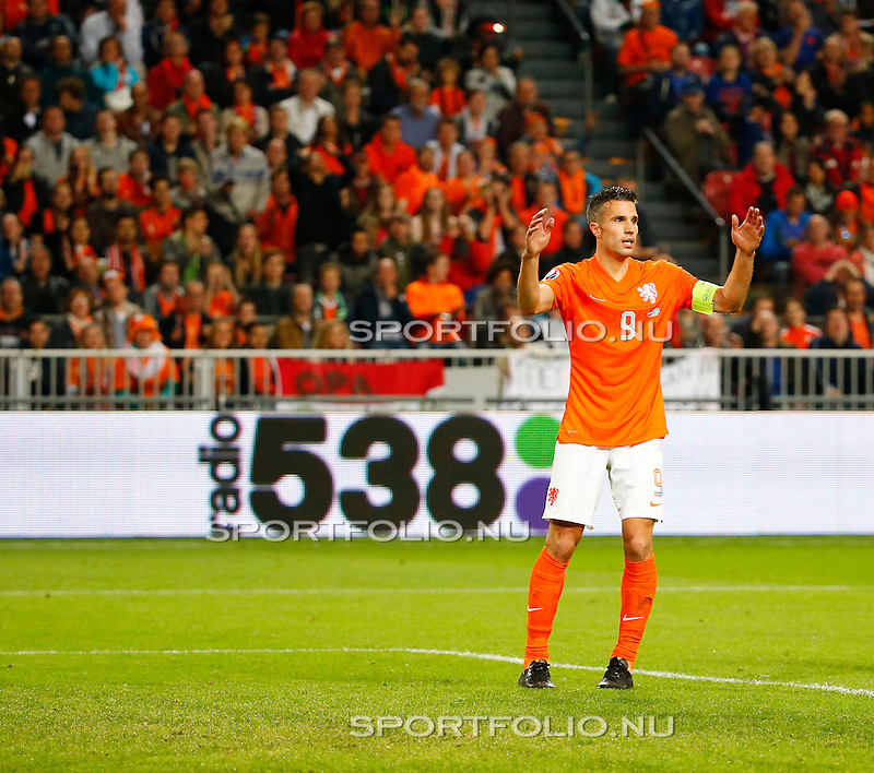 Nederland, Amsterdam, 10 oktober 2014<br /> Seizoen 2014-2015<br /> EK Kwalificatiewedstrijd <br /> Nederland-Kazachstan <br /> Robin van Persie van Nederland baalt.