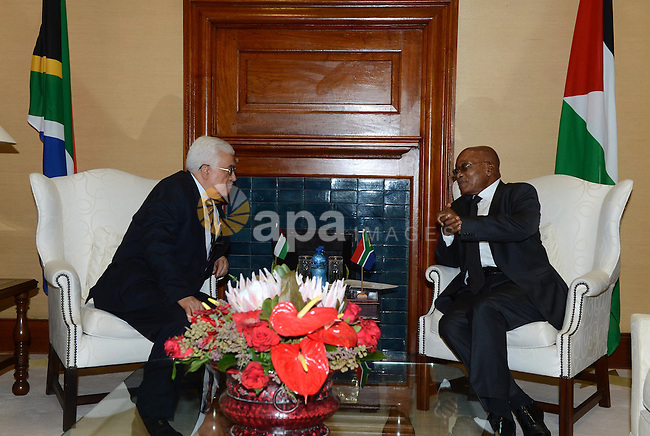 Palestinian President Mahmoud Abbas, left, meets with South African President Jacob Zuma at Union Building in Pretoria, South Africa, Wednesday Nov. 26, 2014. Abbas is on a three day state visit to South Africa, where he met with President Jacob Zuma. Photo by Thaer Ganaim