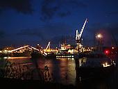 Harlingen, enkele minuten voorafgaand aan het afsteken van het vuurwerk ter afsluiting van de jaarlijkse Visserijdagen. Het vuurwerk werd afgestoken op het zuidelijke havenhoofd.