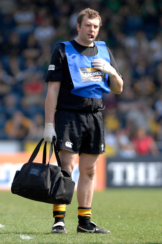 Photo: Richard Lane..London Wasps v Northampton Saints. Guinness Premiership. 15/04/2007. .Wasps' physio Roger Knibbs.