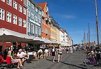 Denmark, Zealand, Copenhagen: Cafes along Nyhavn (New Harbour) | Daenemark, Insel Seeland, Kopenhagen: Nyhavn, Cafes und Restaurants