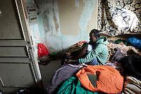 Rifugiati somali nell'ex ambasciata di Somalia a Roma, 29 dicembre 2010..Circa 200 rifugiati somali vivono in condizioni igieniche precarie nell'edificio che ospitava l'ambasciata e che e' stato abbandonato dopo la caduta del governo somalo negli anni Novanta..A Somalian refugee dresses himself inside the former Somalian embassy in Rome, 29 december 2010. About 200 refugees live  in precarious hygienic conditions in the building, which is still the property of the Somali government but was abandoned after the collapse of the government in Mogadishu in the 1990s..© UPDATE IMAGES PRESS/UPDATE IMAGES PRESS/Riccardo De Luca