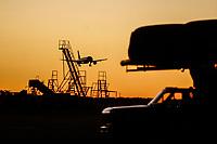 Avion aterrizando en Aeropuerto de Hermosillo al atardecer..<br /> Aeropuerto,Avion,Volaris,Aeromexico
