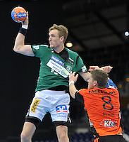 Handball 2. Bundesliga Herren - SC DHfK gegen HC Erlangen am 05.11.2013 in Leipzig (Sachsen). <br /> IM BILD: Matthias Gerlich (DHfK) gegen Sebastian Prei&szlig; / Preiss <br /> Foto: Christian Nitsche