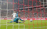 MUNIQUE, ALEMANHA, 29.04.2014 - LIGA DOS CAMPEOES - BAYERN DE MUNIQUE - REAL MADRID - Cristiano Ronaldo marca gol contra o Bayern de Munique no jogo de volta da semifinal da Liga dos Campeões da Europa contra o Bayern de Munique, na Allianz Arena, em Munique, Alemanha, nesta terca-feira, 29. (Foto: Pixathlon / Brazil Photo Press).