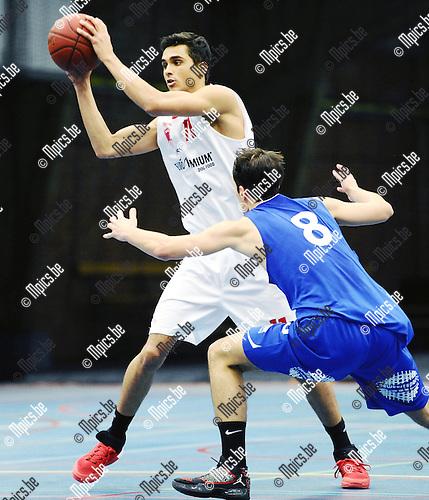 2015-11-15 / Basketbal / seizoen 2015-2016 / Soba Antwerpen - Gistel / Amaury Marion (l. Soba) met Demirtas<br /><br />Foto: Mpics.be