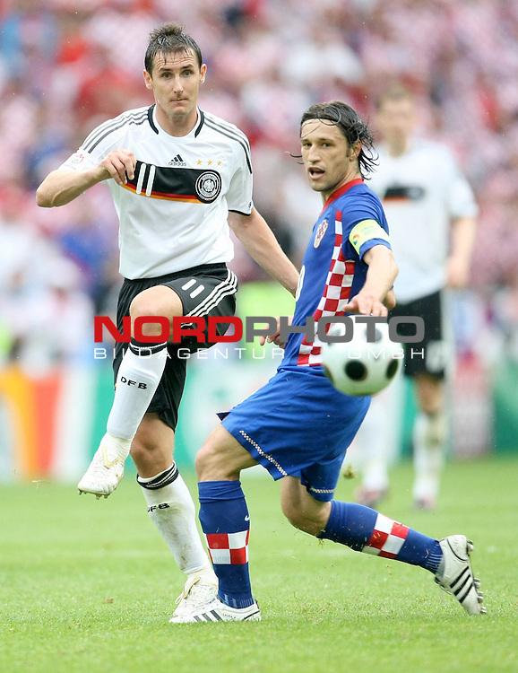 UEFA Euro 2008 Group B Klagenfurt - W&ouml;rthersee Match 11  Stadion Woerthersee<br /> Kroatien ( CRO ) - Deutschland ( GER ) 2:1 ( 1:0)<br /> <br /> Miroslav Klose ( Germany / Angreifer / Forward /  Bayern Muenchen #11) gegen Niko Kovac ( Croatia / Mittelfeldspieler / Midfielder / RB Salzburg #10 ) <br /> <br /> <br /> Foto &copy; nph (  nordphoto  )<br /> <br /> <br /> <br />  *** Local Caption ***