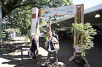 SAO PAULO, SP, 18/05/2012, SOS MATA ATLANTICA. Movimentação de visitantes na exposição Viva a Mata 2012, evento que tem como mote principal a importância da preservação da Mata Atlântica, realizada no Parque do Ibirapuera, na zona sul de São Paulo, nesta sexta- feira Luiz Guarnieri/ Brazil Photo Press
