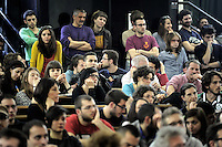 "Roma, 25 Marzo 2011.Università La Sapienza .Il movimento ""uniti contro la crisi"" in assemblea per lo sciopero generale del 6 Maggio..Partecipano centri sociali, movimenti per i beni comuni, Fiom, studenti, movimenti per la pace..Rome, 25 March 2011.University La Sapienza.The movement united against the crisis ""in asseblea for the general strike on May 6..Participants: social centers, movements for the common good, Fiom, students, peace movements."