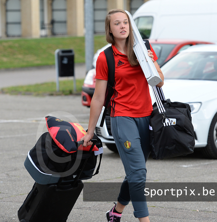 20170725 - TILBURG , NETHERLANDS :  Belgian Tine De Caigny  pictured going back to Belgium as the Belgian national women's soccer team Red Flames was not able to qualify for the quarter finals after a loss against The Netherlands , on Tuesday 25 July 2017 in Tilburg . The Red Flames finished on 3 th place in Group A at the Women's European Championship 2017 in the Netherlands. PHOTO SPORTPIX.BE | DAVID CATRY