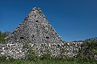 Europe/Europe/France/Midi-Pyrénées/46/Lot/Calès: Détail d'une grange sur le Causse de Gramat - Architecture en Pierre Sèche