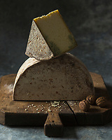 Europe, France, Rhône-Alpes (73), Savoie, Haute-Maurienne , Vanoise :   Bleu de Termignon, Stylisme : Valérie LHOMME  //  Europe, France, Rhône-Alpes, Savoie, Haute-Maurienne, Vanoise :  Bleu de Termignon cheese,  blue veined cheese