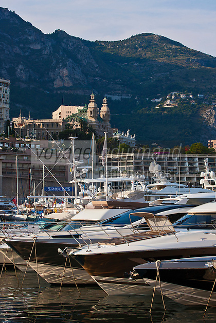 Europe/Monaco/Monte Carlo:  Port de Monaco: Port Hercule en fond l'Hôtel de Paris et le Casino
