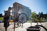 washing the bikes after the race<br /> <br /> Vlaamse Druivenkoers 2016