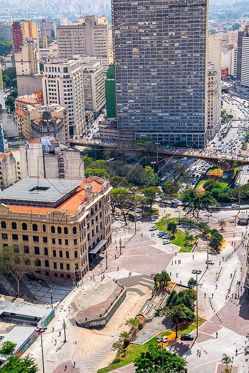 Vale do Anhangabaú com prédio da Agência Central dos Correios e viaduto Santa Ifigênia ao fundo, São Paulo - SP, 08/2016.