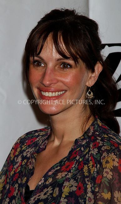 WWW.ACEPIXS.COM . . . . .....NEW YORK, MAY 5, 2006....Julia Roberts at the 72nd Annual Drama League Awards Ceremony and Luncheon.....Please byline: KRISTIN CALLAHAN - ACEPIXS.COM.. . . . . . ..Ace Pictures, Inc:  ..(212) 243-8787 or (646) 679 0430..e-mail: picturedesk@acepixs.com..web: http://www.acepixs.com