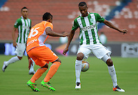 MEDELLÍN -COLOMBIA-16-ABRIL-2016.Jonathan Copete (Der.) de Atlético Nacional  disputa el balón con Cristian Arrieta (Izq.) de Envigado FC  durante partido por la fecha 13 de Liga Águila I 2016 jugado en el estadio Atanasio Girardot ./ Jonathan Copete (R) of Atletico Nacional  for the ball with Cristian Arrieta (L) of Envigado FC during the match for the date 13 of the Aguila League I 2016 played at Atanasio Girardot  stadium in Medellin . Photo: VizzorImage / León Monsalve  / Contribuidor