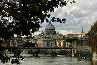 Basilica di San Pietro<br /> fiume Tevere<br /> Roma, 22 Novembre 2010.<br /> Photo  Serena Cremaschi Insidefoto