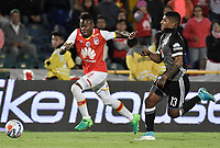 BOGOTÁ - COLOMBIA, 27-08-2017: Carlos Arboleda (Izq.) jugador de Santa Fe disputa el balón con Harold Santiago Mosquera (Der.) jugador del Millonarios durante el encuentro entre Independiente Santa Fe y Millonarios por la fecha 10 de la Liga Aguila II 2017 jugado en el estadio Nemesio Camacho El Campin de la ciudad de Bogota. / Carlos Arboleda (L) player of Santa Fe struggles for the ball with Harold Santiago Mosquera (R) player of Millonarios during match between Independiente Santa Fe and Millonarios for the date 10 of the Aguila League II 2017 played at the Nemesio Camacho El Campin Stadium in Bogota city. Photo: VizzorImage/ Gabriel Aponte / Staff