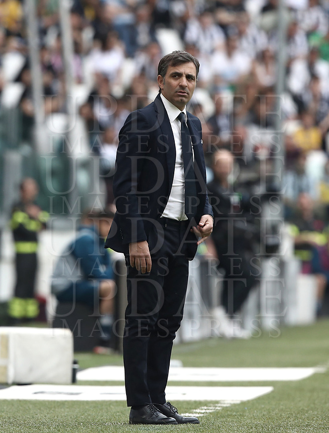 Calcio, Serie A: Juventus - Hellas Verona, Torino, Allianz Stadium, 19 maggio, 2018.<br /> Hellas Verona's coach Fabio Pecchia looks on during the Italian Serie A football match between Juventus and Hellas Verona at Torino's Allianz stadium, 19 May, 2018.<br /> Juventus won their 34th Serie A title (scudetto) and seventh in succession.<br /> UPDATE IMAGES PRESS/Isabella Bonotto