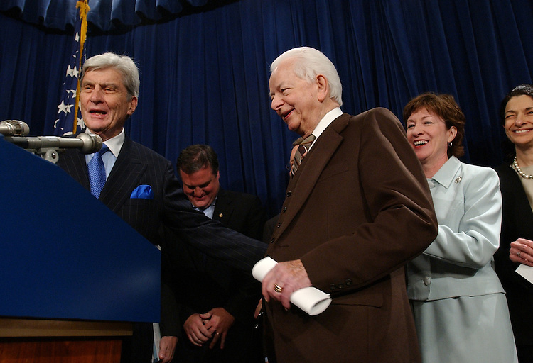 Sen. John Warner, R-Va., introduces Sen. Robert Byrd, D-W.V., during a news conference with bipartisan senators to talk about the compromise reached with the filibuster issue.