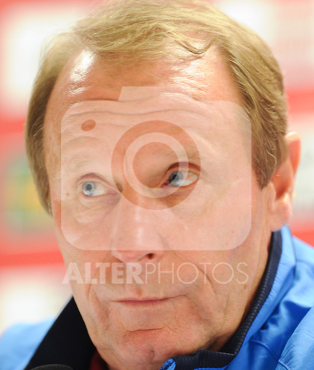 08.10.2010, Ernst Happel Stadion, Wien, AUT, UEFA 2012 Qualifiers, Austria vs Azerbaidschan, im Bild Berti Vogts, (Team Azerbaijan, Headcoach), skeptisch, EXPA Pictures 2010, PhotoCredit: EXPA/ S. Trimmel