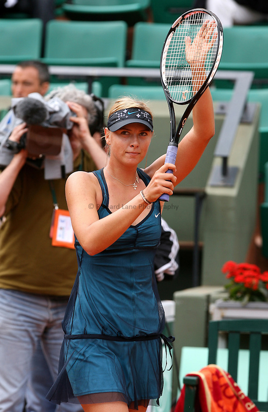 Photo: Iconsport/Richard Lane Photography..French Open, Roland Garros 2007. 31/05/2007..Maria Sharapova acknowledges the crowd.