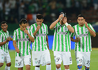 MEDELLÍN -COLOMBIA-28-09-2014. Jugadores de Atlético Nacional abandonan el campo de juevo después del encuentro contra Once Caldas por la fecha 12 de la Liga Postobón II 2014 jugado en el estadio Atanasio Girardot de la ciudad de Medellín./ Players of Atletico Nacional leave the fiel after the match against Once Caldas for the 12th date of the Postobon League II 2014 at Atanasio Girardot stadium in Medellin city. Photo: VizzorImage/Luis Ríos/STR