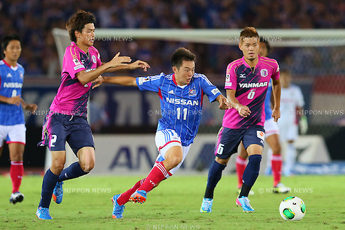 (L-R) Takahiro Ogihara (Cerezo), Manabu Saito (F Marinos), Hotaru Yamaguchi (Cerezo), SEPTEMBER 14, 2013 - Football / Soccer : <br /> 2013 J.LEAGUE Division 1, 25th Sec <br /> match between Yokohama F Marinos 1-1 Cerezo Osaka<br />  at Nissan Stadium in Kanagawa, Japan. (Photo by AFLO SPORT) [1156]