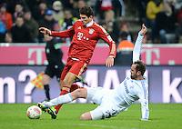 FUSSBALL   1. BUNDESLIGA  SAISON 2012/2013   21. Spieltag  FC Bayern Muenchen - FC Schalke 04                     09.02.2013 Mario Gomez (li, FC Bayern Muenchen) gegen Christoph Metzelder (re, FC Schalke 04)