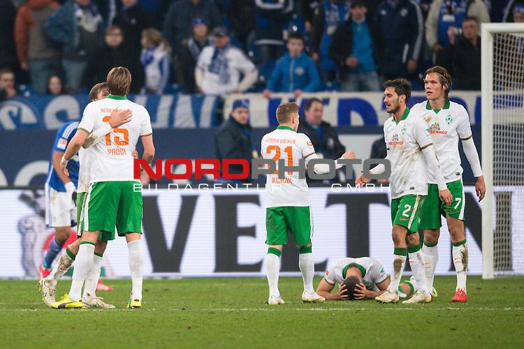 21.02.2015, VELTINS Arena, Gelsenkirchen, Deutschland, GER, 1. FBL, FC Schalke 04 vs. SV Werder Bremen, im Bild Clemens Fritz (Bremen #8), Sebastian Pr&ouml;dl / Proedl (Bremen #15), Levent Aycicek (Bremen #21), Santiago Garcia (Bremen #2), Franco Di Santo (Bremen #9), Ludovic Obraniak (Bremen #7) nach dem Schlusspfiff / Spiel<br /> <br /> Foto &copy; nordphoto / Kurth