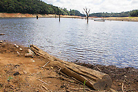 TIJUCAS DO SUL, PR, 11.02.2014 –  SECA /  REPRESA DO VOSSOROCA - Vista da represa do Vossoroca, nesta terça-feira (11), na BR-376, em Tijucas do Sul, região metropolitana de Curitiba, está abaixo do normal devido a falta de chuva que atinge o estado do Paraná. A represa abastece a  usina de Chaminé controlada pela Companhia Paranaense de Energia (Copel) na Cidade de São José dos Pinhais, Pr. (Foto: Paulo Lisboa / Brazil Photo Press)