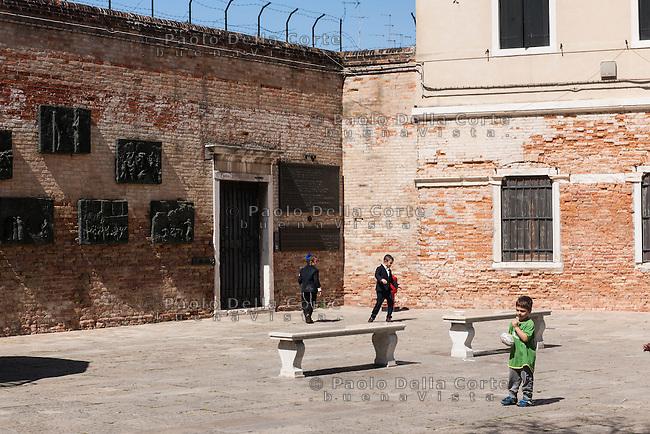 Venezia - Ghetto. Campo del Ghetto Novo.