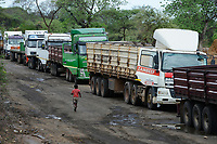 ZAMBIA, Sinazese, chinese owned Collum Coal Mine, underground mining of hard coal for copper melter and cement factory, trucks waiting for loading /SAMBIA, Collum Coal Mine eines chinesischem Unternehmens, Untertageabbau von Steinkohle, LKW warten auf Beladung