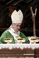 Papa Francesco celebra la Messa di chiusura del Sinodo dei Vescovi nella Basilica di San Pietro, Città del Vaticano, 28 ottobre 2018.<br /> Pope Francis leads the Mass for the closing of the synod of bishops in St. Peter's Basilica at the Vatican, on October 28, 2018.<br /> UPDATE IMAGES PRESS/Isabella Bonotto<br /> <br /> STRICTLY ONLY FOR EDITORIAL USE