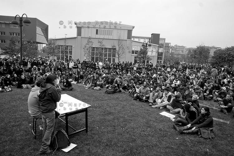 milano, assemblea degli studenti al politecnico bovisa contro la riforma dell'istruzione --- milan, student assembly at the bovisa Polytechnic University against the school reform