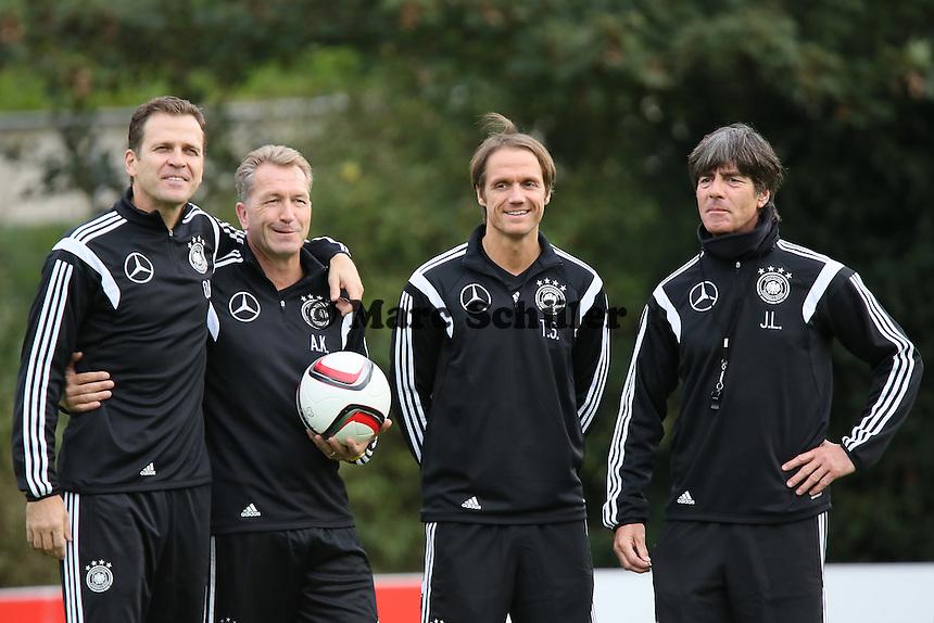 Der neue Co-Trainer Thomas Schneider mit Bundestrainer Joachim Löw, Manager Oliver Bierhoff und Torwarttrainer Andreas Köpke - Training der Deutschen Nationalmannschaft in Frankfurt
