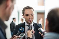 10. Sitzung des &quot;1. Untersuchungsausschuss&quot; der 19. Legislaturperiode des Deutschen Bundestag am Donnerstag den 17. Mai 2018 zur Aufklaerung des Terroranschlag durch den islamistischen Terroristen Anis Amri auf den Weihnachtsmarkt am Berliner Breitscheidplatz im Dezember 2016.<br /> In der Sitzung wurden in einer oeffentlichen Anhoerung als Sachverstaendige zum Thema: &quot;Foederale Sicherheitsarchitektur&quot; u.a. der ehemalige Chef des Bundesamt fuer Verfassungssschutz (Heinz Fromm), der ehemalige Direktor des Bundeskriminalamt (Juergen Maurer) und Rechtswissenschaftler befragt.<br /> Im Bild: Benjamin Strasser, Obmann der FDP im Ausschuss, gibt vor der Ausschusssitzung ein Interview.<br /> 17.5.2018, Berlin<br /> Copyright: Christian-Ditsch.de<br /> [Inhaltsveraendernde Manipulation des Fotos nur nach ausdruecklicher Genehmigung des Fotografen. Vereinbarungen ueber Abtretung von Persoenlichkeitsrechten/Model Release der abgebildeten Person/Personen liegen nicht vor. NO MODEL RELEASE! Nur fuer Redaktionelle Zwecke. Don't publish without copyright Christian-Ditsch.de, Veroeffentlichung nur mit Fotografennennung, sowie gegen Honorar, MwSt. und Beleg. Konto: I N G - D i B a, IBAN DE58500105175400192269, BIC INGDDEFFXXX, Kontakt: post@christian-ditsch.de<br /> Bei der Bearbeitung der Dateiinformationen darf die Urheberkennzeichnung in den EXIF- und  IPTC-Daten nicht entfernt werden, diese sind in digitalen Medien nach &sect;95c UrhG rechtlich geschuetzt. Der Urhebervermerk wird gemaess &sect;13 UrhG verlangt.]