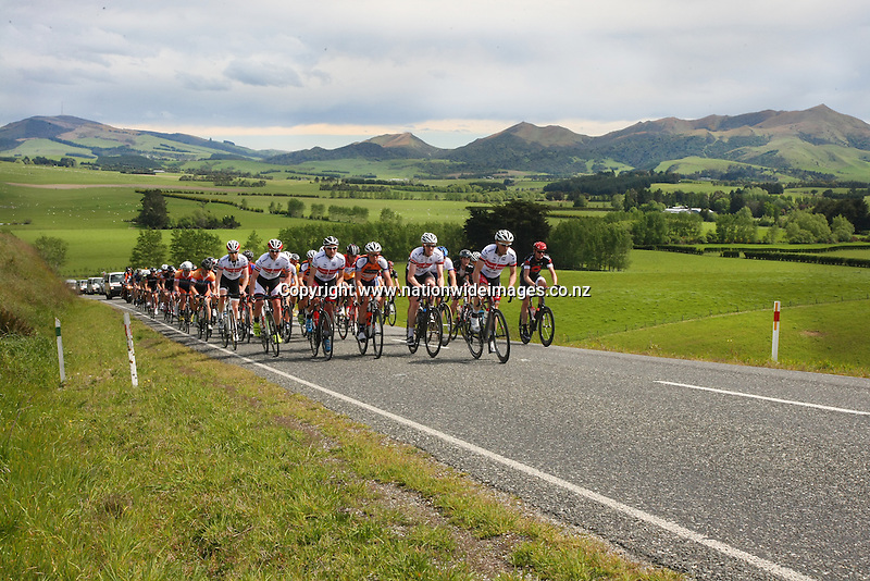 In stage one of the Tour of Southland, Invercargill, New Zealand, Monday, November 04, 2013. Photo: Dianne Manson / NINZ