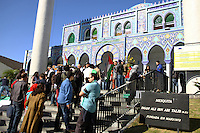 CURITIBA, PR, 20.07.2014 -  PALESTINA / ATO SOLIDÁRIO - Manifestantes realizam  ato de solidário ao povo Palestino na manha deste domingo (20) em frente a Mesquista de Curitiba no centro Histórico.(Foto: Paulo Lisboa / Brazil Photo Press)