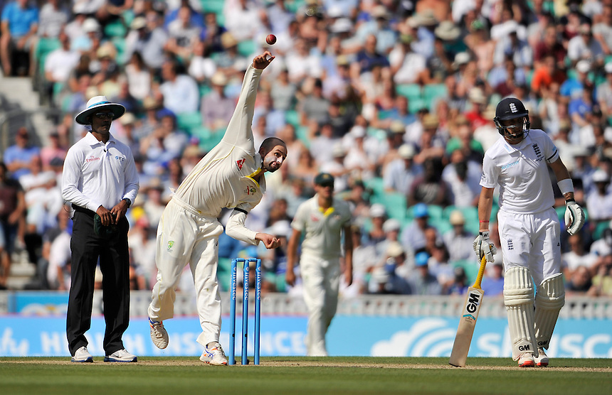 Australia's Nathan Lyon in action today <br /> <br /> Photographer Ashley Western/CameraSport<br /> <br /> International Cricket - Investec Ashes Test Series 2015 - Fifth Test - England v Australia - Day 3 - Saturday 22nd August 2015 - Kennington Oval - London<br /> <br /> &copy; CameraSport - 43 Linden Ave. Countesthorpe. Leicester. England. LE8 5PG - Tel: +44 (0) 116 277 4147 - admin@camerasport.com - www.camerasport.com