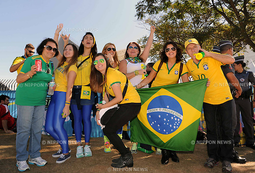 Brazil fans (BRA), JUNE 12, 2014 - Football / Soccer : FIFA World Cup Brazil 2014 Group A match between Brazil 3-1 Croatia at Arena de Sao Paulo in Sao Paulo, Brazil. (Photo by SONG Seak-In/AFLO)