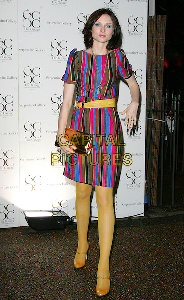 SOPHIE ELLIS BEXTOR.The Serpentine Summer Party, The Serpentine Gallery, London, England..September 9th, 2008.full length yellow tights mustard shoes blue dress red blue striped stripes belt clutch bag gold hand .CAP/ROS.©Steve Ross/Capital Pictures.