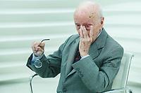 ***ATEN&Ccedil;&Atilde;O EDITOR FOTO DE ARQUIVO DE 28.09.2015*** - O jurista H&eacute;lio Bicudo, fundador do PT (Partido dos Trabalhadores) e um dos autores do pedido de impeachment contra Dilma Rousseff, morreu nesta ter&ccedil;a-feira, aos 96 anos.<br /> na foto sabatina do programa Roda Viva com Helio Bicudo um dos fundadores do Partido dos Trabalhadores que se afastou do PT em 2005, quando explodiu o esc&acirc;ndalo do mensal&atilde;o e esteve longe dos holofotes durante algum tempo e, recentemente, voltou ao notici&aacute;rio ao protocolar, na C&acirc;mara dos Deputados, um pedido de impeachment contra a presidente Dilma Rousseff, a sabatina do programa Roda Viva ocorreu na sede da Tv Cultura na regi&atilde;o oeste da cidade de S&atilde;o Paulo em 28/09/2015. (Foto: Vanessa Carvalho/Brazil Photo Press)